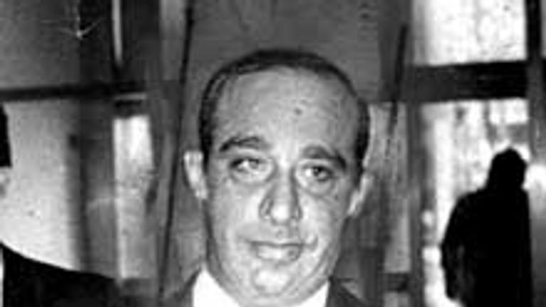 Carmine Persico pictured in 1980 entering Brooklyn federal court