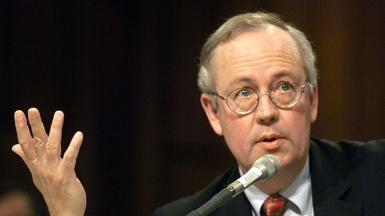 When independent counsel Kenneth Starr released his investigation of President Bill Clinton in 1998, politicians and journalists had a juicy 453 page document to leaf through