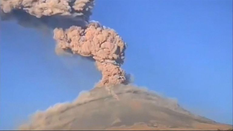 Popocatepetl volcano eruption