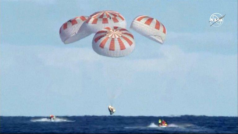SpaceX capsule splash down