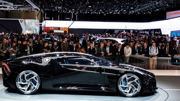 The Voiture Noire has 16 cylinders