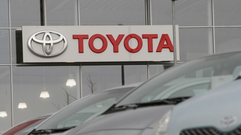 WIESBADEN, HESSEN - DECEMBER 22: Toyota cars are offered for sale at a car dealership on December 22, 2008 in Wiesbaden, Germany. Today Japanese carmaker Toyota Motor Corp., the world's second largest car manufacturer announed a 91 percent lowered net income forecast. (Photo by Ralph Orlowski/Getty Images)