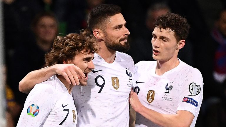 France midfielder Antoine Griezmann (L) is congratulated by France's forward Olivier Giroud (C) and France's defender Benjamin Pavard after scoring a goal during the Euro 2020 qualifying football match between Moldova and France, on March 22, 2019 at Zimbru stadium in Chisinau