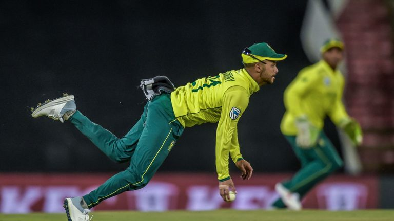 JP Duminy turned a dropped catch into a run out during South Africa's series-sealing win over Sri Lanka in the second T20I.