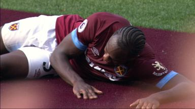 Antonio welcomes claret carpet