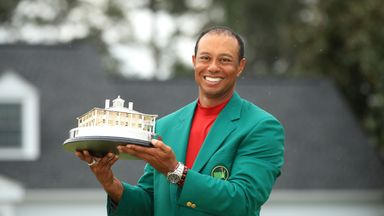 Tiger presented with fifth Green Jacket