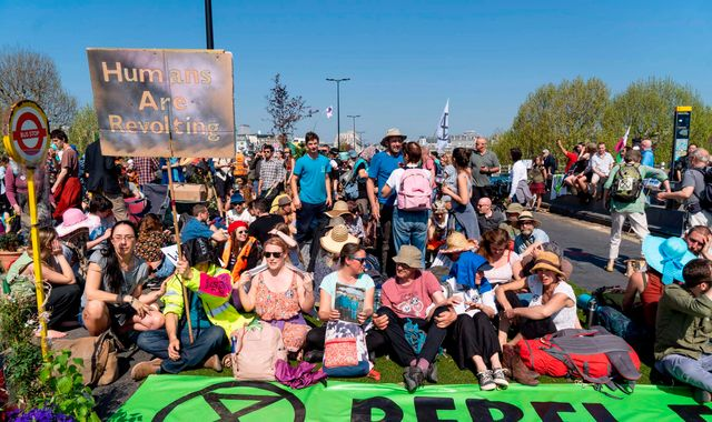 Extinction Rebellion climate change campaigners to 'pause' London protest