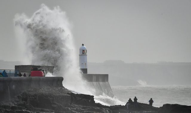 Storm Hannah to bring winds of up to 80mph and risk of travel disruption