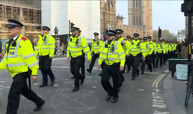 Extinction Rebellion: Police move into Parliament Square to confront climate activists