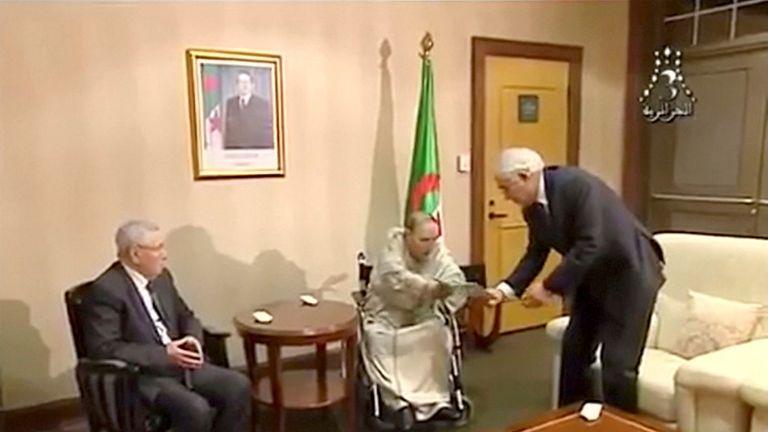 Abdelaziz Bouteflika hands over resignation letter on state TV