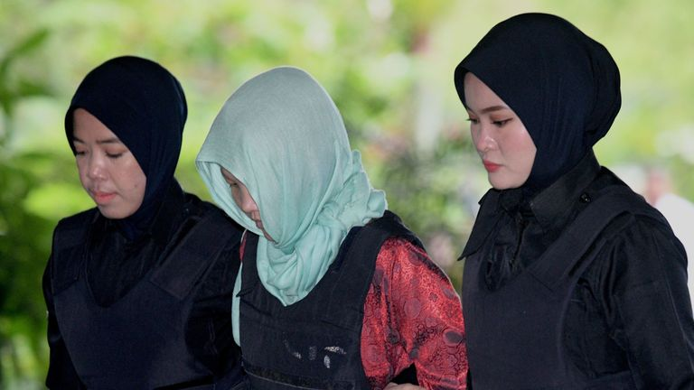 Vietnamese national Doan Thi Huong (C) arrives at the Shah Alam High Court escorted by Malaysian police women on the outskirts of Kuala Lumpur on April 1, 2019 to stand trial for her alleged role in the assassination of Kim Jong Nam, the half-brother of North Korean leader Kim Jong Un. (Photo by MOHD RASFAN / AFP) (Photo credit should read MOHD RASFAN/AFP/Getty Images)
