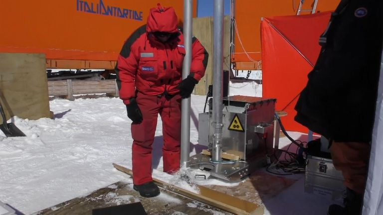 Expedition to find Earth's oldest ice