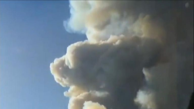 Ranging wildfire looms over Mexican cities