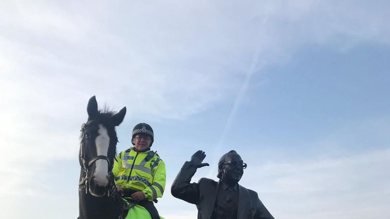 Morecambe the police horse next to the statue of Eric Morecambe in Morecambe