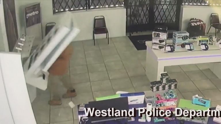 Phone store thief gets instant karma
