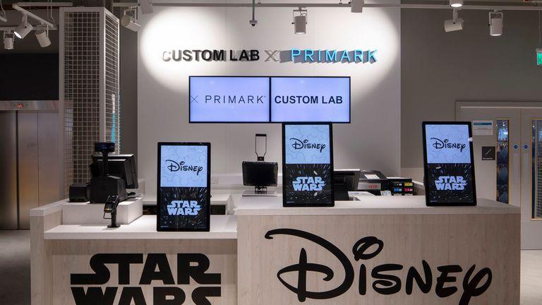 Il locale sarà caratterizzato da una caffetteria a tema Disney e da un'area commerciale