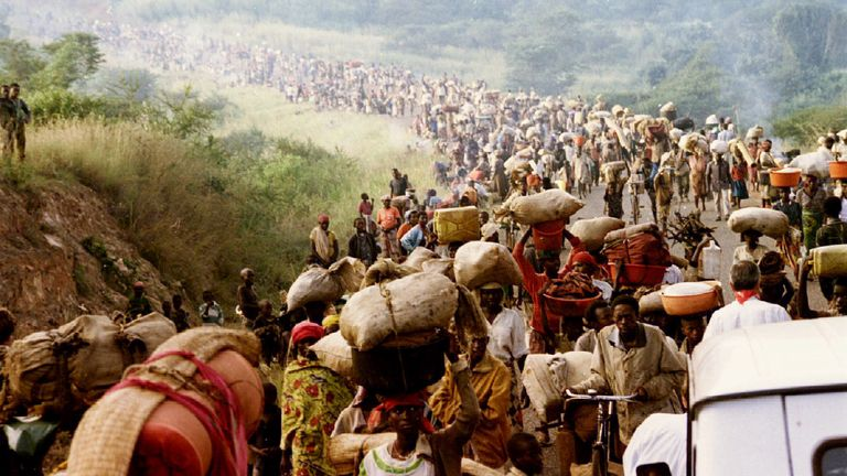 Rwandan refugees cross the Rusumo border to Tanzania