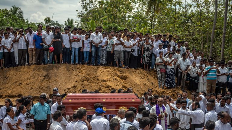 Burials begin in Sri Lanka after the Easter Sunday blast