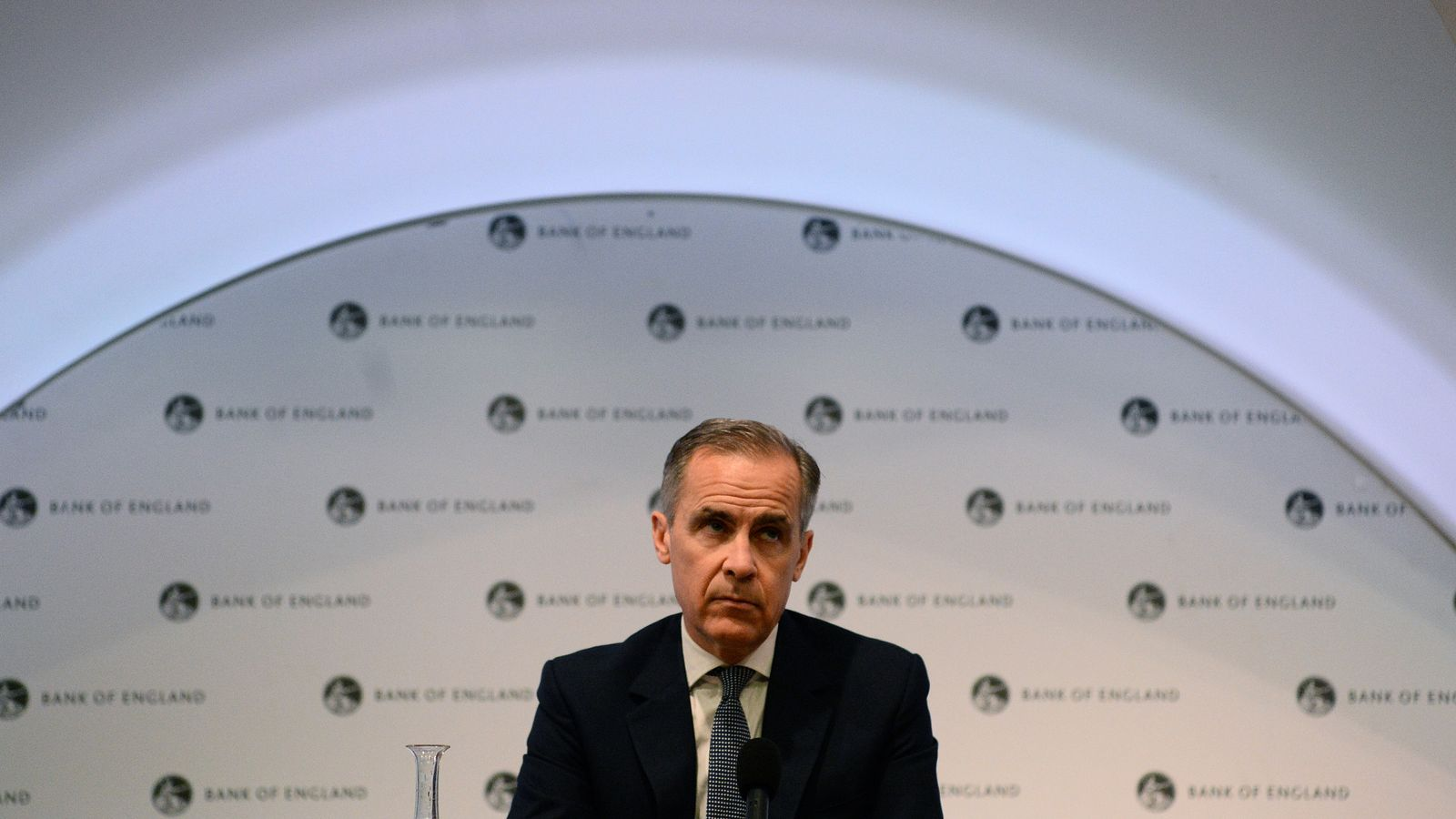 Bank of England cuts audio feed over 'hedge fund hijack' - EpicNews