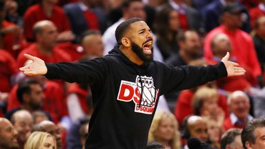 Drake trolls Giannis at free throw line