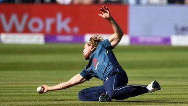 Willey takes stunning caught and bowled