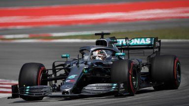 Hamilton overtakes Bottas