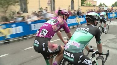 Huge crash at Giro d'Italia!