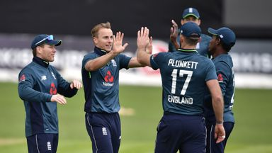 'England must shrug off pressure'