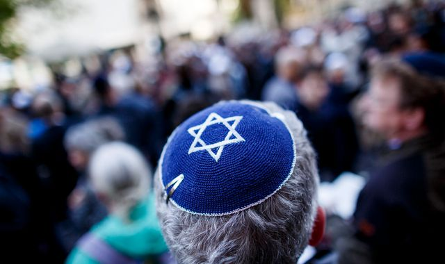 Jews told not to wear skullcaps in parts of Germany