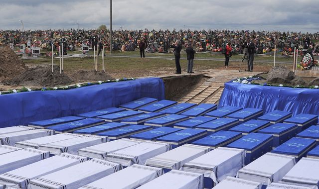 More than 1,200 Jewish Holocaust victims buried after mass grave discovered