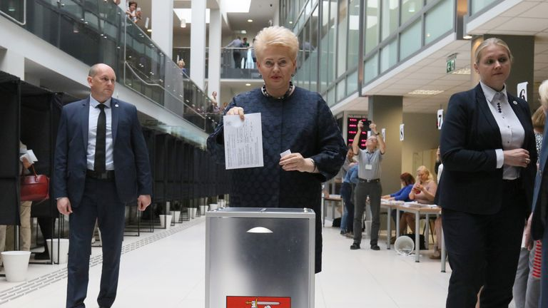 Lithuania's President Dalia Grybauskaite (C) casts her ballot during an early vote, five days ahead of the second round of presidential elections, at a polling station in Vilnius, Lithuania, on May 21, 2019. - An economist and political novice, Gitanas Nauseda, took a thin lead in the first round of Lithuania's presidential election on Sunday, May 12, 2019, and will face Ingrida Simonyte, a conservative ex-finance minister, in a May 26 run-off set to focus on inequality and poverty in the Baltic eurozone state. (Photo by Petras Malukas / AFP)        (Photo credit should read PETRAS MALUKAS/AFP/Getty Images)