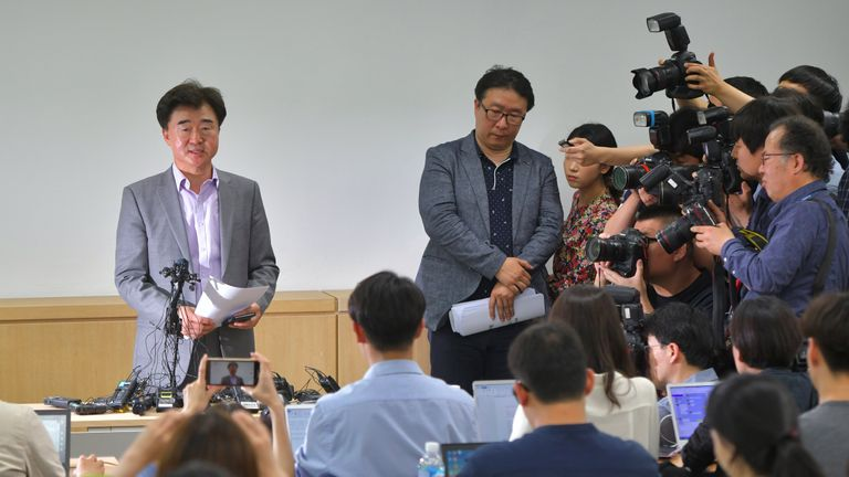 Lee Sang-moo (L), a senior official of the Very Good Tour that organised the South Korean group tour programme, speaks during a press briefing on a boat accident involving South Korean tourists in the Hungarian capital Budapest, at the travel agency in Seoul on May 30, 2019. - Seven South Koreans have died and 19 others are missing after the river cruise boat capsized and sank on the Danube in Budapest, Hungarian and South Korean officials said on May 30. (Photo by Jung Yeon-je / AFP)        (Photo credit should read JUNG YEON-JE/AFP/Getty Images)