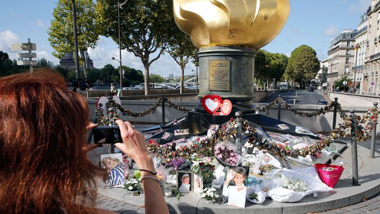 PARIS, FRANCE - AUGUST 31:  Iconic photos, flowers and messages dedicated to pay homage to Lady Diana to the 20th anniversary of her death adorn the plinth of the Flame of Liberty statue on August 31, 2017 in Paris, France. Princess Diana died in a car crash on August 31, 1997 near the Pont de l'Alma tunnel. The Flame of Liberty statue became the unofficial memorial to Diana, Princess of Wales.  (Photo by Thierry Chesnot/Getty Images)