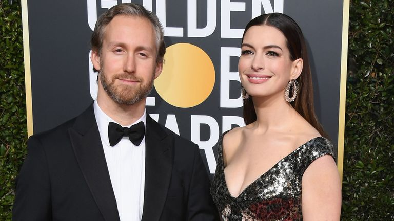 Adam Shulman and Anne Hathaway attend the 76th Annual Golden Globe Awards at The Beverly Hilton Hotel on January 6, 2019 in Beverly Hills, California.  (Photo by Jon Kopaloff/Getty Images)