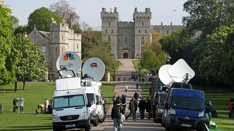 The media prepare for the appearance of Harry and Meghan with their baby
