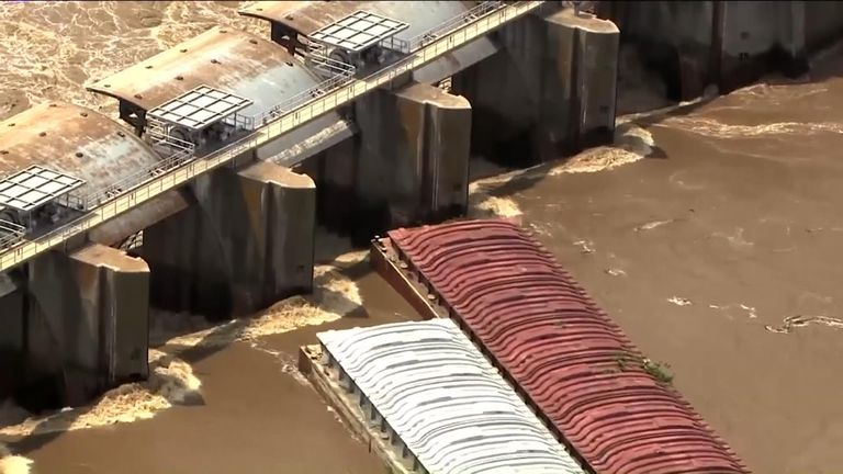 Barges sinks after colliding with dam