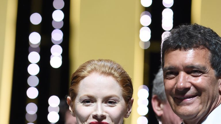 CANNES, FRANCE - MAY 25: Emily Beecham and Antonio Banderas pose on stage with their awards at the Closing Ceremony during the 72nd annual Cannes Film Festival on May 25, 2019 in Cannes, France. (Photo by Pascal Le Segretain/Getty Images)