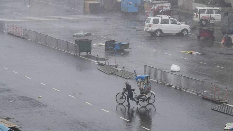 Cyclone kills 12 in India as it barrels towards Bangladesh