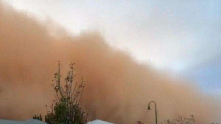 Dust storm turns Australia sky dark