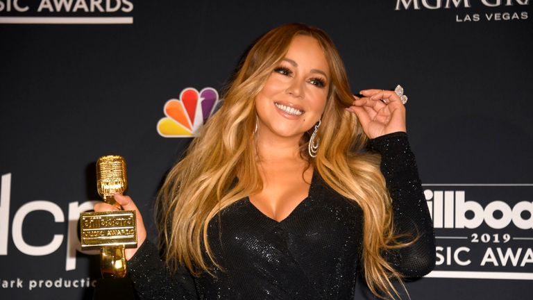 Mariah Carey poses with the Icon Award in the press room during the 2019 Billboard Music Awards at MGM Grand Garden Arena on May 01, 2019 in Las Vegas, Nevada