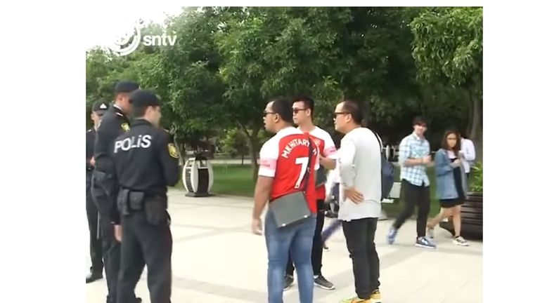 Police stop Arsenal fans