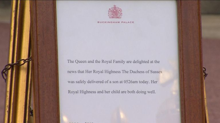 The Queen officially announces the Royal birth