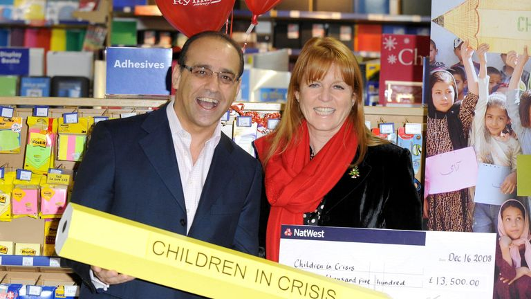 Theo Paphitis presents The Duchess of York with a cheque for £13,500 to Children in Crisis in 2008