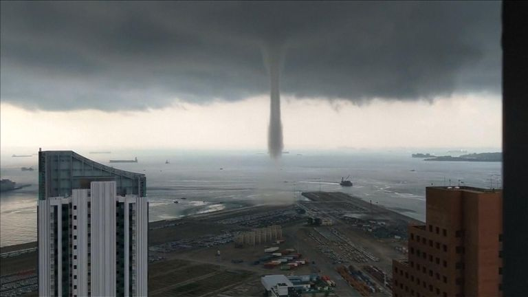 Mega Waterspout spotted in Singapore