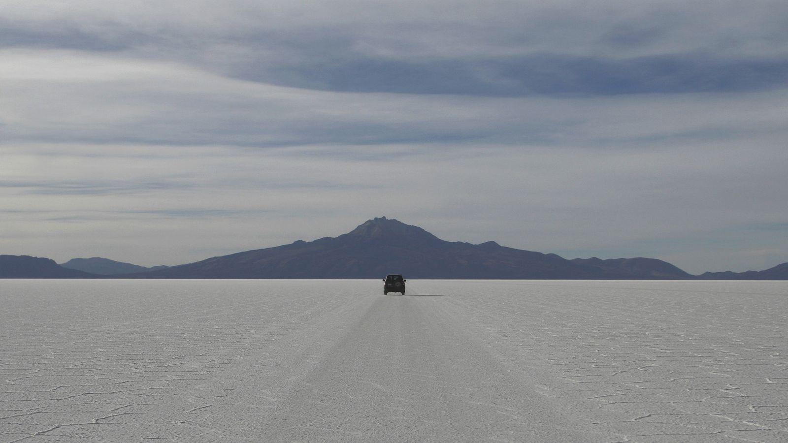 British teenagers die in car crash in Bolivia