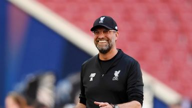 Klopp meets lookalike on US tour
