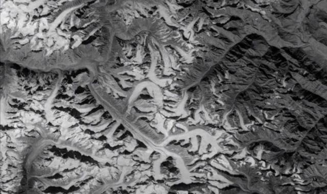 Spy satellite images reveal Himalayan glaciers are shrinking fast