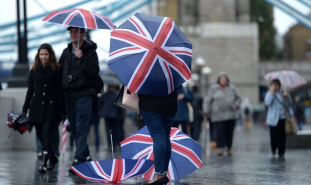 Dismal weather piles pressure on UK retailers as sales decline