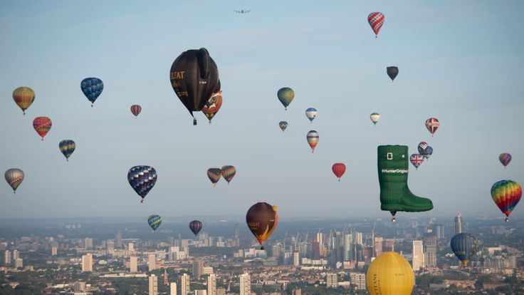 The stunning display could be seen by early risers across the capital on Sunday morning