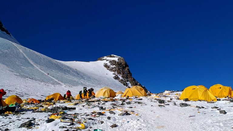 This picture taken on May 21, 2018 shows discarded climbing equipment and rubbish scattered around Camp 4 of Mount Everest. - Decades of commercial mountaineering have turned Mount Everest into the world's highest rubbish dump as an increasing number of big-spending climbers pay little attention to the ugly footprint they leave behind. (Photo by Doma SHERPA / AFP) / TO GO WITH Nepal-Everest-mountaineering-environment-pollution,FEATURE by Paavan Mathema and Annabel Symington        (Photo credit should read DOMA SHERPA/AFP/Getty Images)